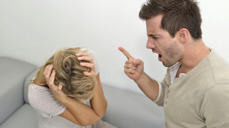 С чего начинается насилие в отношениях