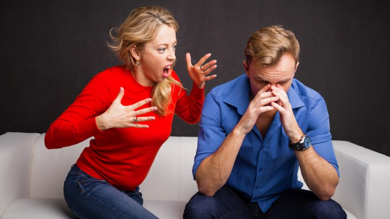Как понять, что вы ворчливая жена и как с этим справиться