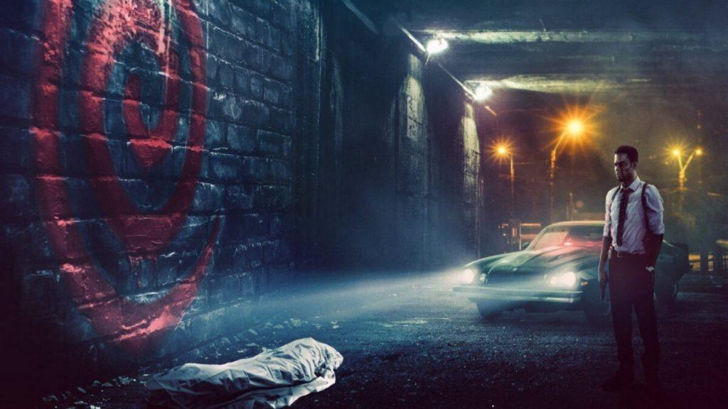 Пила спираль арт кадр фильм ужас в темноте в переулке негр с машиной и трупом