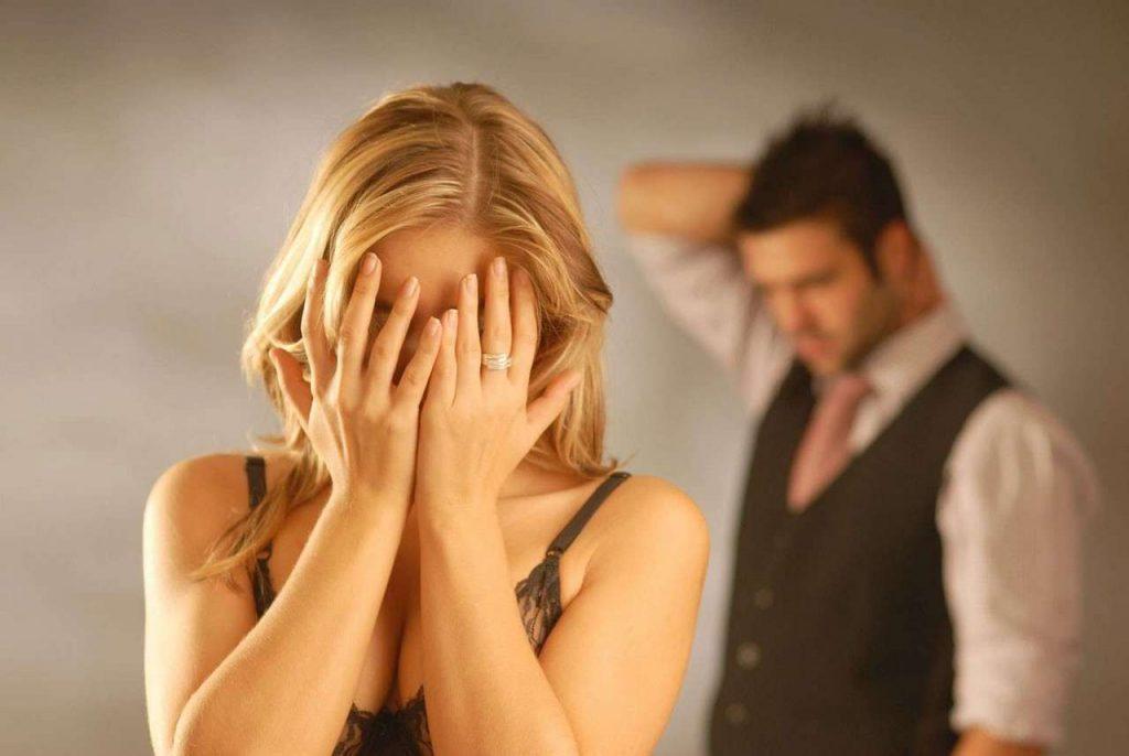 Мужчина и женщина поссорились предательство измена мужа жена плачет