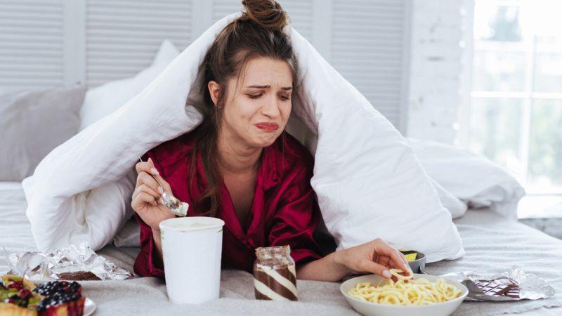 8 способов справиться с негативными эмоциями, чтобы перестать переедать