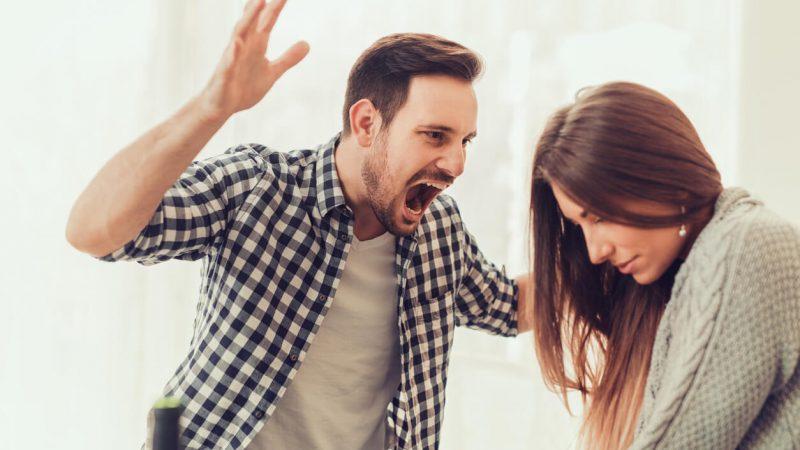 Почему мужчины агрессивны по отношению к женщинам