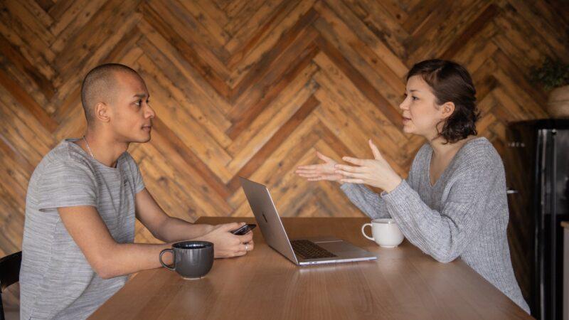10 худших фраз для начала разговора