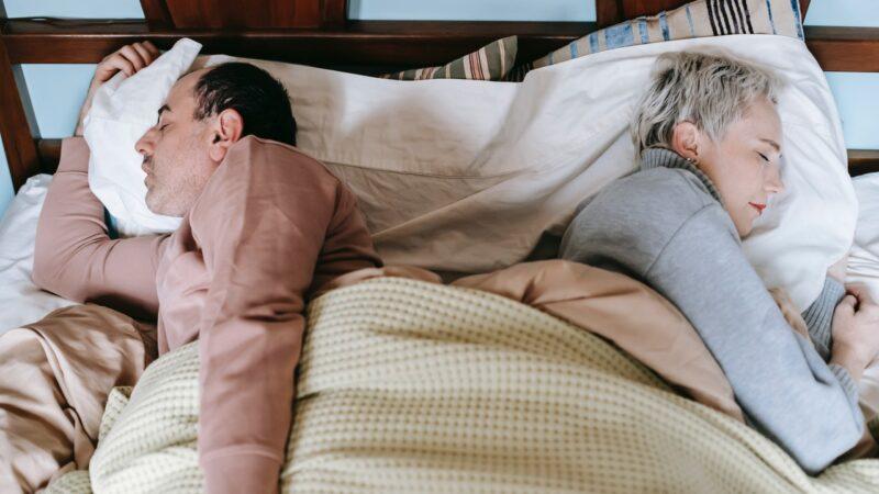 6 советов, как разделить кровать с вашим партнером