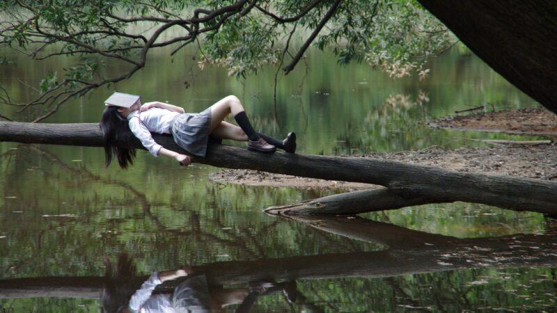 4 способа получить более глубокий отдых (даже если вы чутко спите)